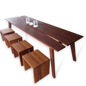 Table with benches: Fajalobi